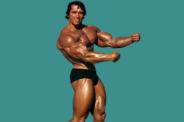 Rare Footage: Arnold Schwarzenegger Trains Chest and Back