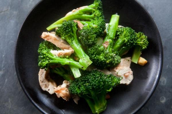 broccoli-chicken-almonds-b