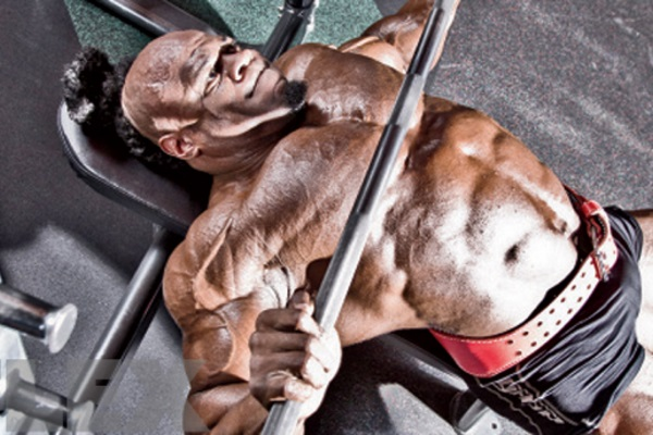 kai-greene-benching