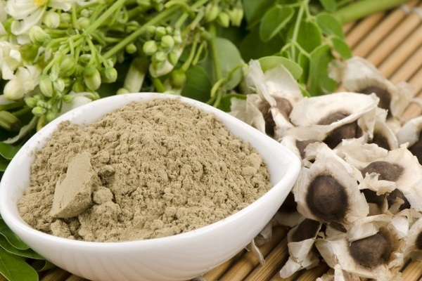 moringa-oleifera-powder-and-seeds
