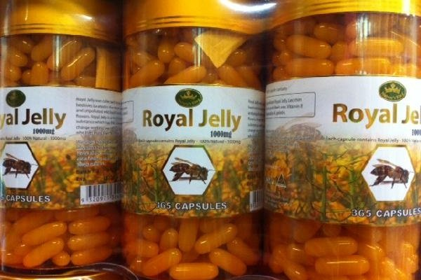You-can-get-royal-jelly-in-either-a-capsule-or-in-a-semi-liquid-state1