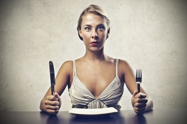 hungry-woman-with-empty-plate
