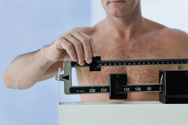 photolibrary_rf_photo_of_man_on_scale