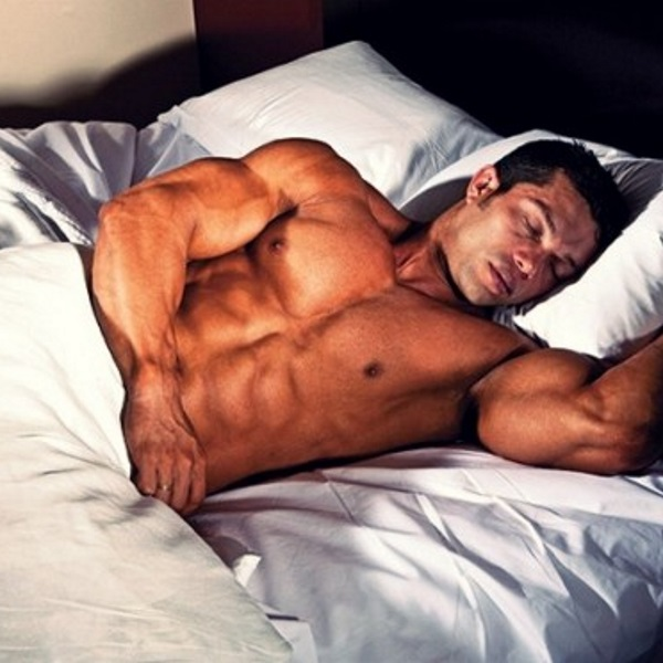 Sleep-bodybuilder-522x372