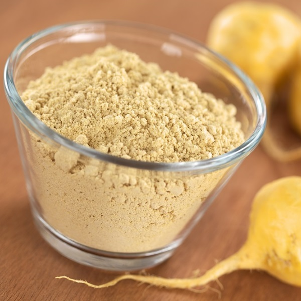 Maca-powder-flour-in-glass-bowl-with-maca-roots-or-Peruvian-ginseng-lat.-Lepidium-meyenii