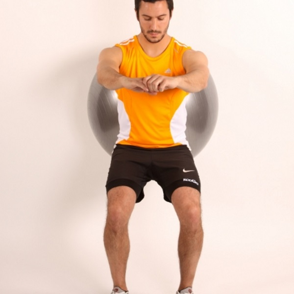 wall-squat-with-fitball-1