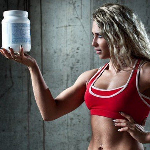 athletic-woman-holding-a-container-with-protein-550px