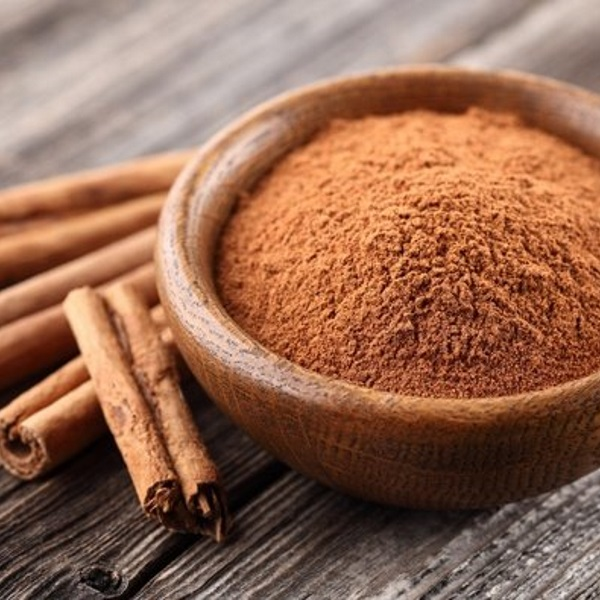 cinnamon-powder-and-sticks2