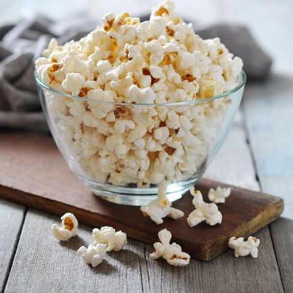popcorn-in-glass-bowl-on-rustic-table