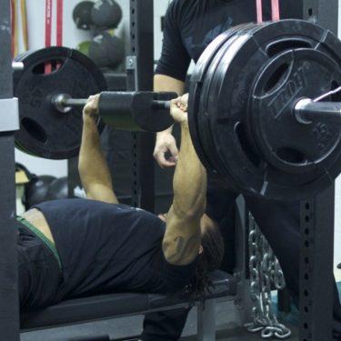 kareem-bench-side-shouldersaver-800x450